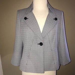 16W Evan Picone Black and white swing jacket